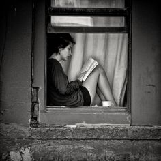 bl wh woman reading
